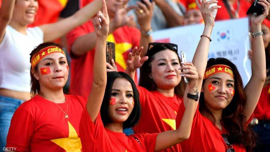 تعول جماهير المنتخب الفيتنامي على مجموعة من اللاعبين المحليين لتعويض الهزيمة التي تلقاها الفريق في أول مباراة له بالبطولة.