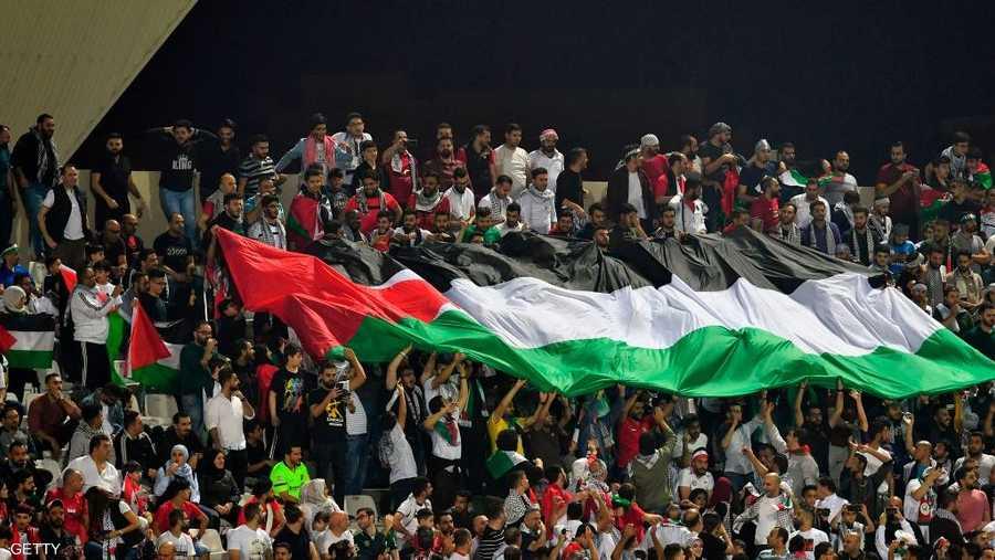 خطف المنتخب الفلسطيني، بعشرة لاعبين فقط، أول نقطة في تاريخه بكأس آسيا، بعدما فرض التعادل بدون أهداف على سوريا.