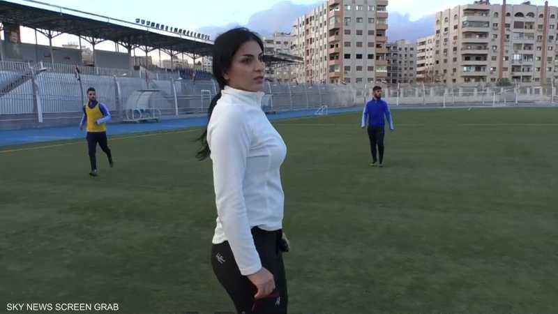 أول امرأة سورية تقود تدريب فريق كرة القدم