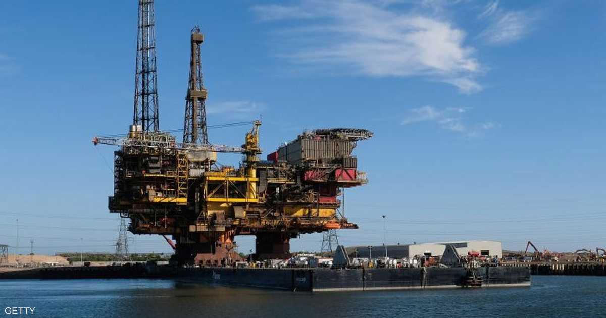 أسعار النفط تتجه إلى تحقيق مكاسب أسبوعية