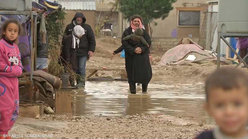 بسبب الأحوال الجوية.. معناة للاجئين السوريين تتفاقم في بيروت