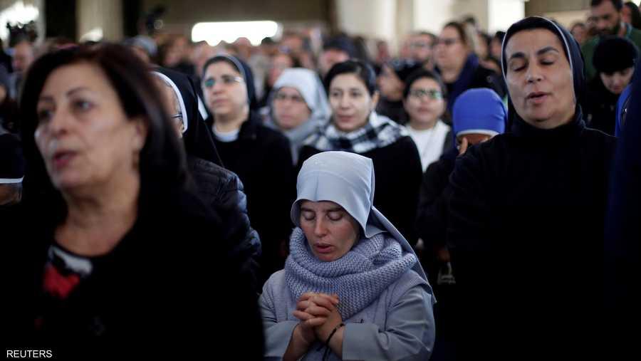 وكان مئات المسيحيين في الأردن قد شاركوا، السبت، في قداس بكنيسة في الجهة الشرقية للنهر.