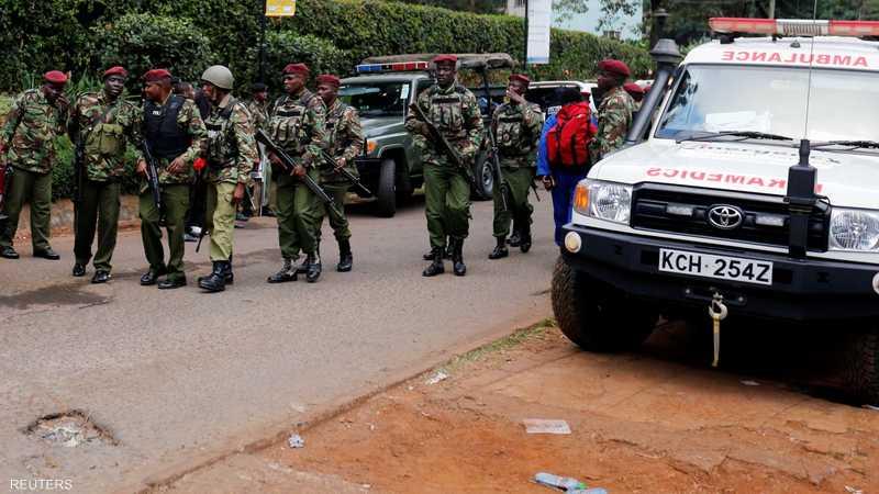 عناصر من الشرطة الكينية تتوجه إلى موقع الهجوم