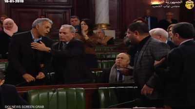"""اشتباكات بين نواب البرلمان التونسي.. وفيديو يرصد """"المعركة"""""""