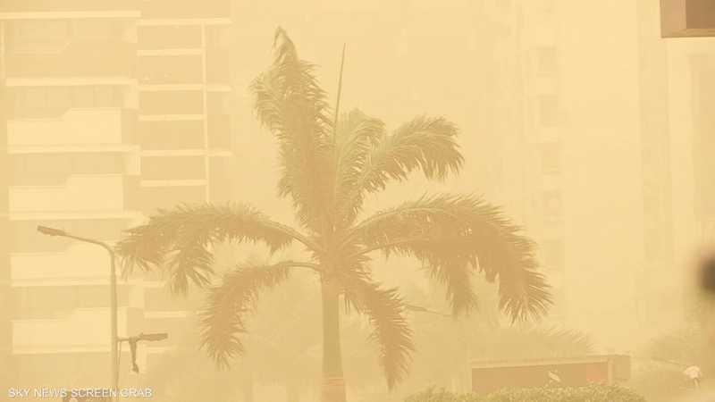 عاصفة رملية تضرب القاهرة