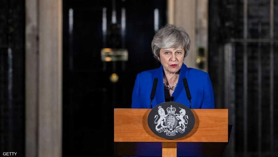 """أفلتت رئيسة الوزراء البريطانية تيريزا ماي من سحب الثقة باقتراع في مجلس العموم، بعد يوم واحد من التصويت ضد اتفاق """"البريكست"""". وصوت 325 نائبا لصالح بقاء حكومة ماي، مقابل 306 نواب صوتوا لسحب الثقة."""