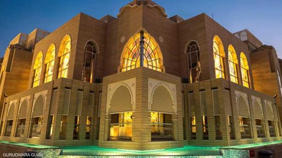"""دخل المعبد السيخي في دبي (غورودوارا غورو ناناك دربار) موسموعة غينيس للأرقام القياسية عندما أقام مأدبة إفطار لأشخاص من 101 دولة، ليحصل على رقم """"أعلى عدد من الجنسيات يتناولون الإفطار معا""""."""