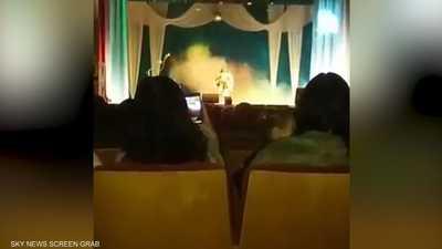 مطربة روسية تنهار على المسرح.. والكاميرا ترصد لحظة الموت