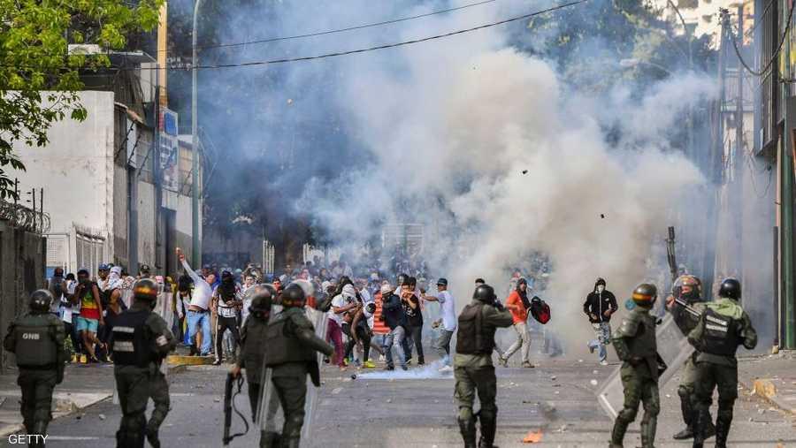 غير أن الأزمة الحالية تأتي في ظل تفاقم الأوضاع في البلاد، وبعد أداء مادورو اليمين الدستورية رئيسا للبلاد لفترة ثانية، وسط اتهامات بالتزوير.