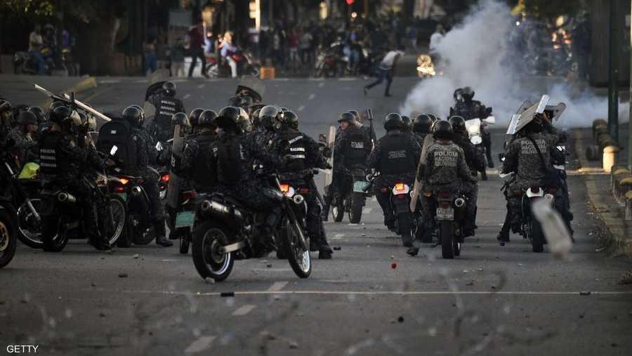 وفي الأثناء، كشف منظمة حقوقية غير حكومية معنية بحقوق الإنسان أن عدد قتلى الاحتجاجات الفنزويلية خلال اليومين الماضيين وصل إلى 13 شخصا، سقط غالبيتهم في العاصمة كراكاس برصاص الأمن.