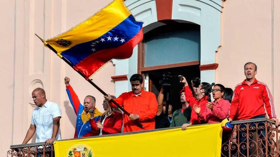 ورفضت الولايات المتحدة الأربعاء قرار مادورو قطع العلاقات الدبلوماسية معها، مشيرة إلى أنه لا يتمتع بسلطات قانونية تخوله قطع العلاقات بين البلدين مشددة على اعترافها بسلطة غوايدو.