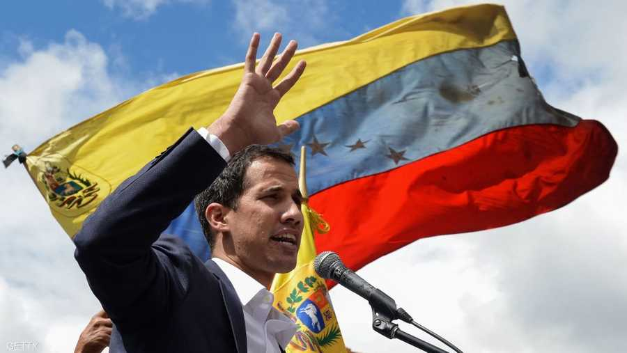 اعترفت الولايات المتحدة والبرازيل والأرجنتين برئيس البرلمان الفنزويلي خوان غوايدو رئيسا لفنزويلا بالوكالة، بينما أعلنت روسيا والمكسيك وكوبا دعمها لنيكولاس مادورو رئيسا للبلاد.