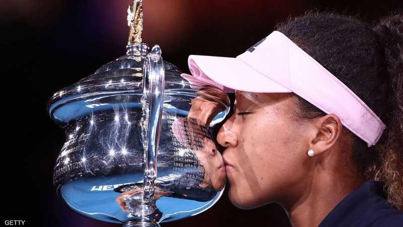أصبحت نعومي أوساكا أول لاعبة آسيوية تتصدر التصنيف العالمي للاعبات التنس المحترفات، الذي سيصدر، الاثنين.