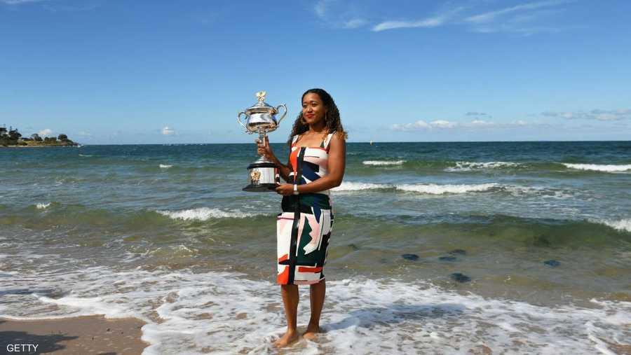 باتت اللاعبة، البالغ عمرها 21 عاما، أصغر لاعبة تتصدر التصنيف العالمي، منذ الدنماركية كارولين فوزنياكي التي كان عمرها 20 عاما، حين تصدرت التصنيف في 2010.