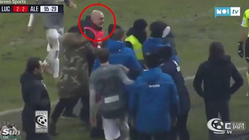 "إيقاف مدرب إيطالي بعد ""نطحه"" منافسا"