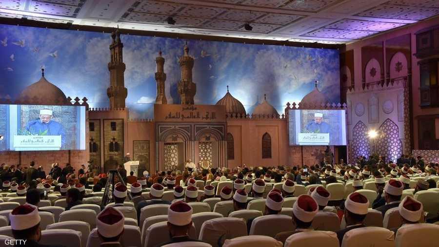 عناق المساجد والكنائس في ملتقيات حوار حضاري، صورة ناصعة من صورة التسامح التي عمل على بلورتها شيخ الأزهر