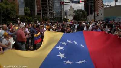 أزمة فنزويلا تتصاعد.. وسباق للسيطرة على النفط