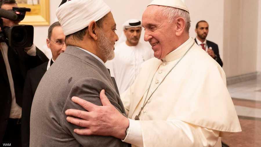 شيخ الأزهر في استقبال البابا فرنسيس