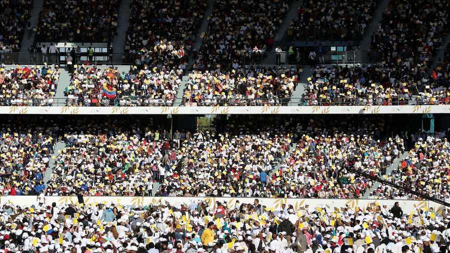 أقيم القداس وسط حضور آلاف المؤمنين القادمين من مختلف مناطق دولة الإمارات ومن خارج البلاد.
