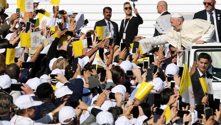 الساعات الأولى من صباح الثلاثاء، شهدت توافد آلاف المؤمنين الراغبين في حضور الحدث التاريخي، المتمثل بالقداس الباباوي.