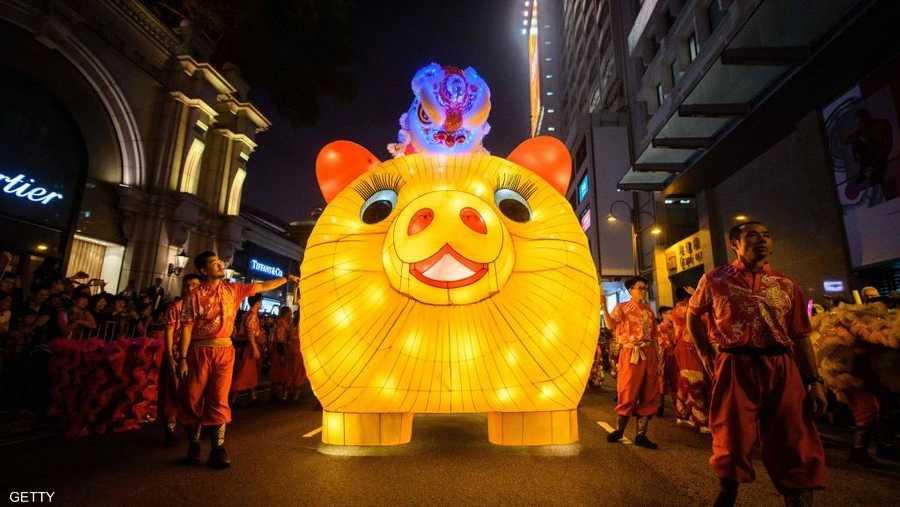 """ويشهد موسم مهرجان الربيع الممتدّ على أربعين يوما والذي يشمل عيد رأس السنة المعروف محليا بـ""""شونيون"""" حركة تنقّل هائلة للصينيين."""