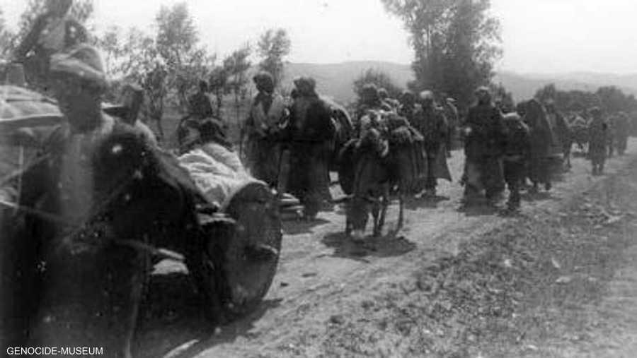 وإلى جانب الإعدامات والتدمير، كان هناك ترحيل قسري للمدنيين.
