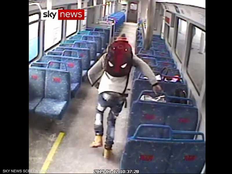 تركه والده في القطار من أجل سيجارة
