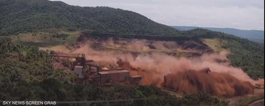 اللحظات الأولى لانهيار السد في البرازيل