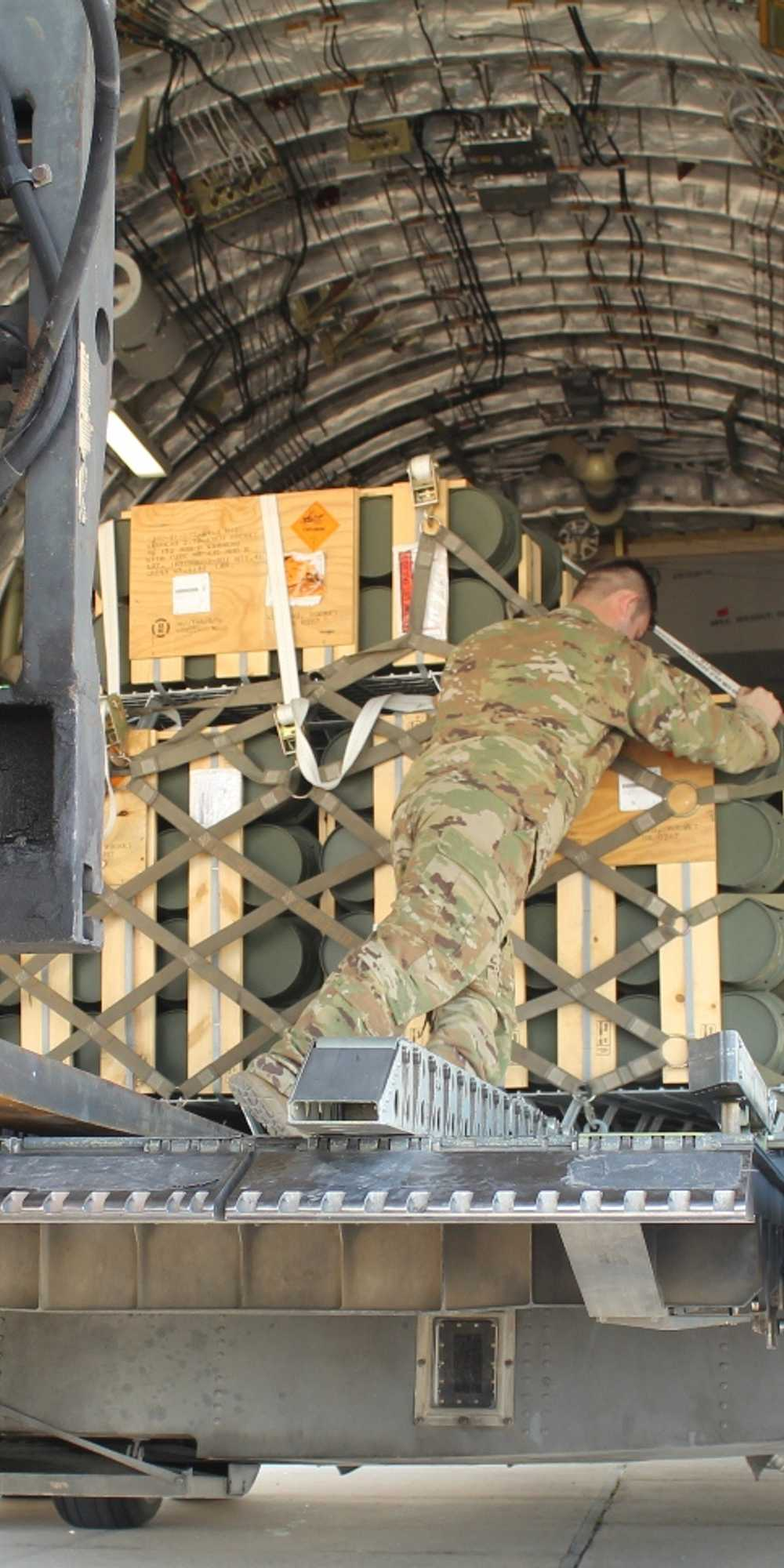 """أميركا تسلم """"صواريخ ذكية"""" للجيش اللبناني 1-1227123"""
