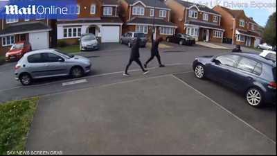 الجار البطل يتصدى.. وكاميرا ترصد أجرأ طريقة لمنع سرقة سيارة