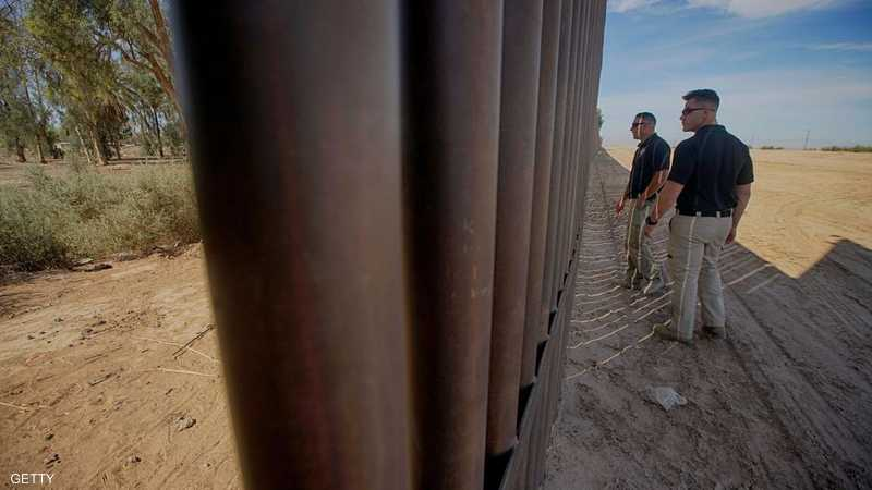 يريد ترامب تمويل بناء الجدار على الحدود مع المكسيك