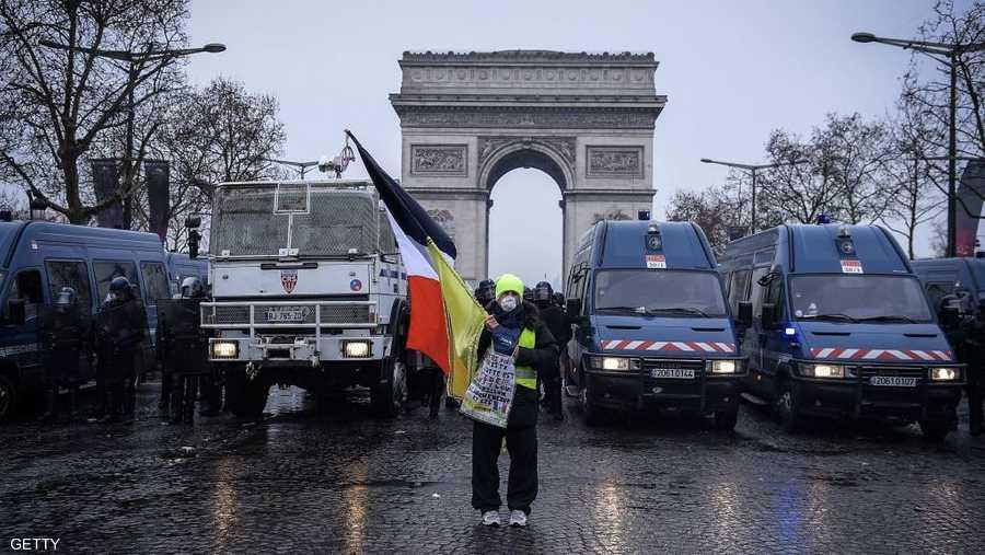 تأمل غالبية من الفرنسيين (56 في المئة) في إيقاف التظاهرات، حسب استطلاع نشرت نتائجه الأربعاء.