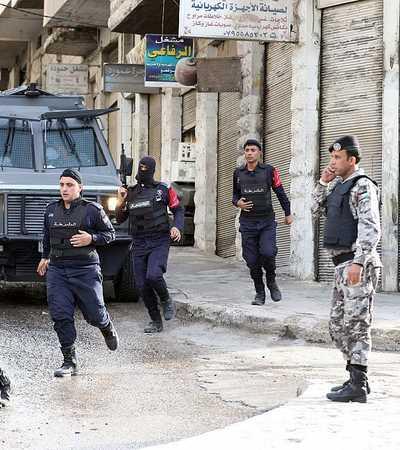 أصيب ضابط المخابرات الأردني في انفجار لغم أرضي- أرشيفية