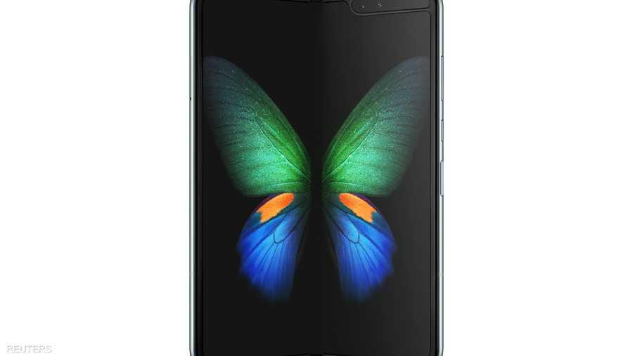 """يحتوي الهاتف على معالج 7 نانومتر ثماني النوى وبطارية سعة 4380 ميلي أمبير/ساعة ويعمل بنظام التشغيل """"آندرويد باي 9""""."""
