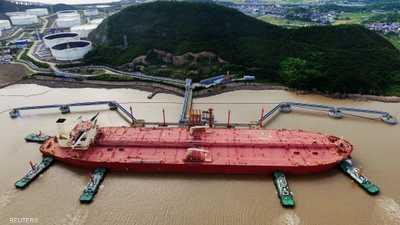 النفط يتراجع عن أعلى مستوياته هذا العام