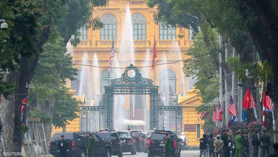لحظة وصول وفد دونالد ترامب للقصر الرئاسي في هانوي