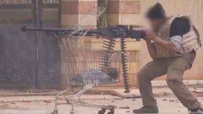 """فيديو لابتكار داعشي """"غبي"""" في ساحة المعركة"""