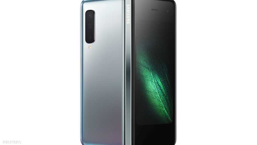 """""""سامسونغ"""" الكورية الجنوبية كانت حاضرة بقوة من خلال هاتفها القابل للطي """"غلاكسي فولد""""، الذي يدعم شبكات الجيل الخامس من الاتصالات."""