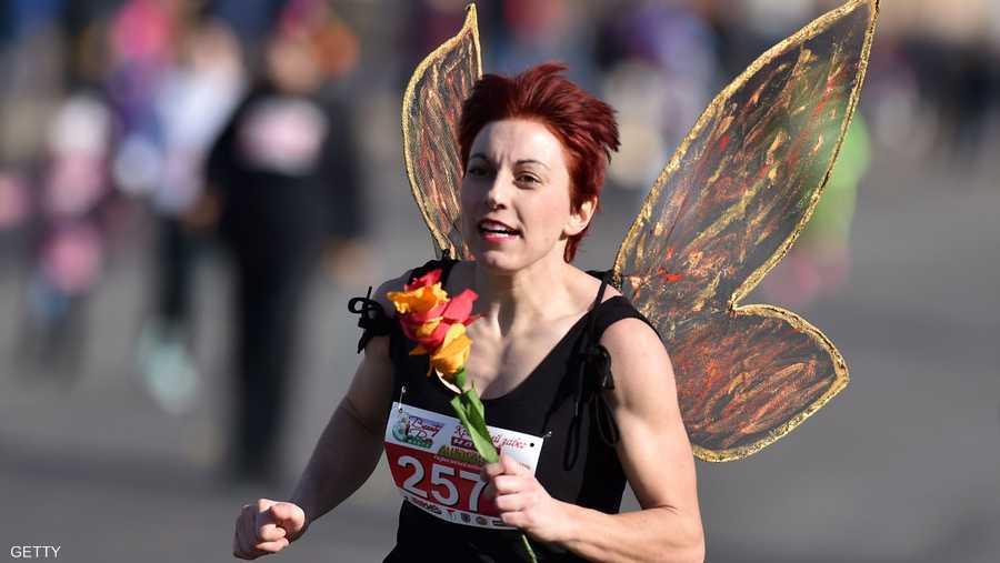 وخرجت مسيرات للنساء في أنحاء ألمانيا، فيما اصطبغت المناسبات الرياضية بالاحتفال بيوم المرأة.