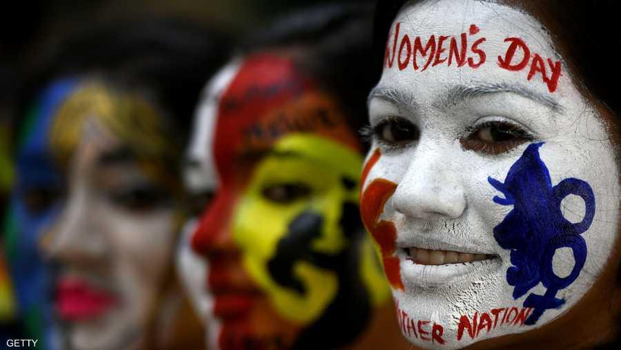 وفي الهند، سارت مئات النساء في شوارع نيودلهي مطالبين بوضع حد للعنف المنزلي، والهجمات الجنسية والتمييز في الوظائف.