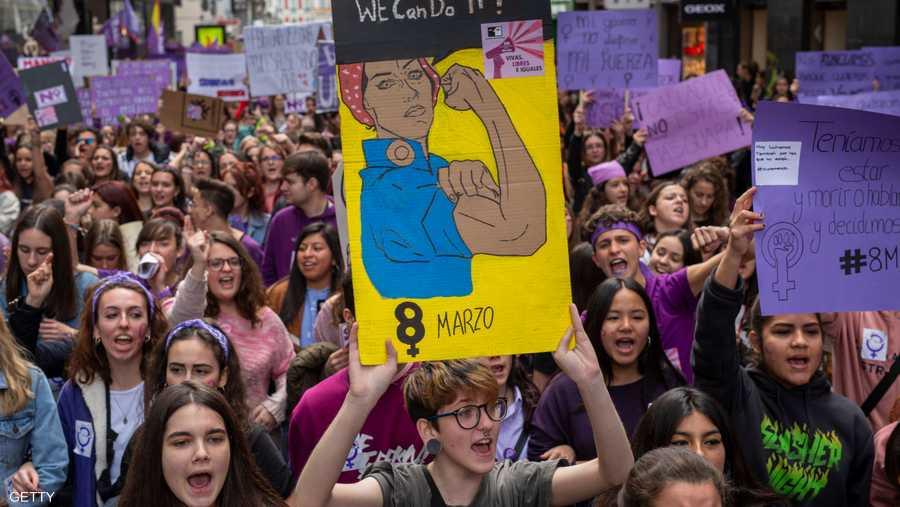 ففي إسبانيا، أصبحت قضية حقوق المرأة أحد الموضوعات الساخنة قبيل انتخابات عامة مقررة الشهر المقبل.