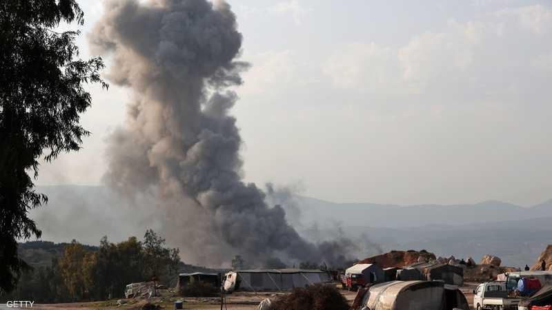 13 قتيلا وفرار سجناء في غارة روسية على سجن في إدلب