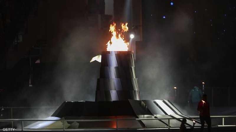 أوقد شعلة الأولمبياد عدد من الرياضيين من أصحاب الهمم