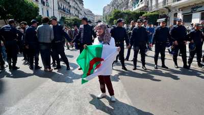 """الجزائر.. الأمن يستبق تظاهرات """"جمعة الفصل"""" بإجراءات مشددة"""