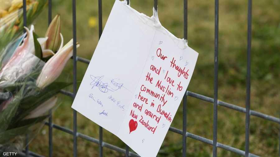 تضامن عدد كبير من النيوزيلنديين مع المسلمين، عقب الهجوم الإرهابي الذي استهدفهم.