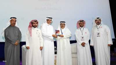 وزير شؤون الإعلام البحريني ينتقد احتكار الرياضة وتسييسها