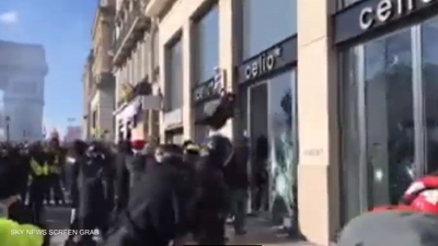 بالفيديو.. نهب وحرق متاجر الشانزليزيه في باريس