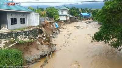 عشرات القتلى في فيضانات غزيرة بإندونيسيا