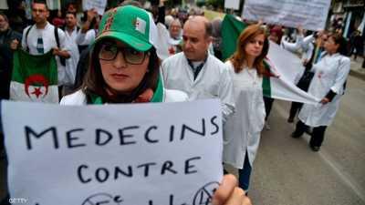 """في ذكرى حرب التحرير الجزائرية.. الآلاف """"يرفضون التمديد"""""""
