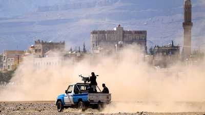ميليشيات الحوثي تستهدف مقر فريق الحكومة بلجنة الحديدة
